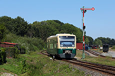 650 032 der PRESS in Putbus mit Formsignal